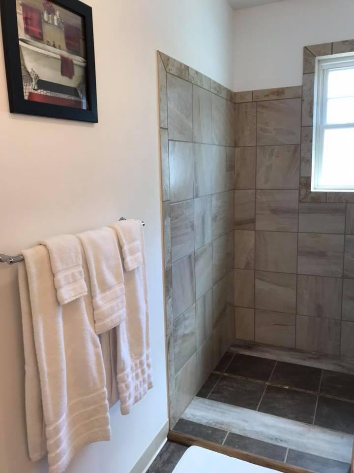 inn 203 bathroom.jpg