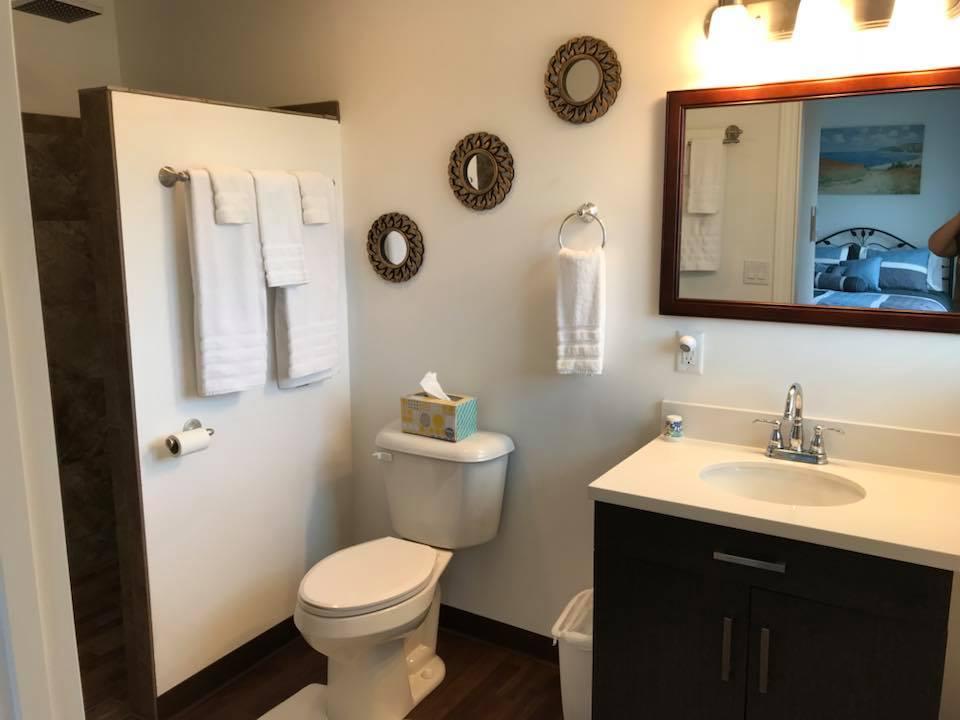 inn 204 bathroom.jpg