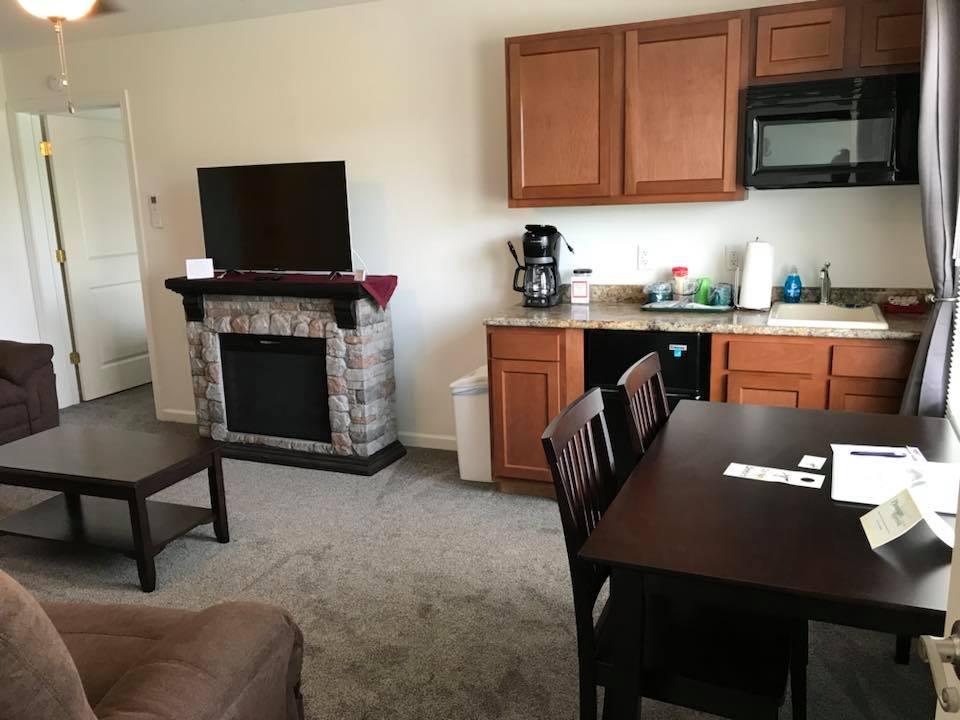 inn 204 kitchenette table.jpg