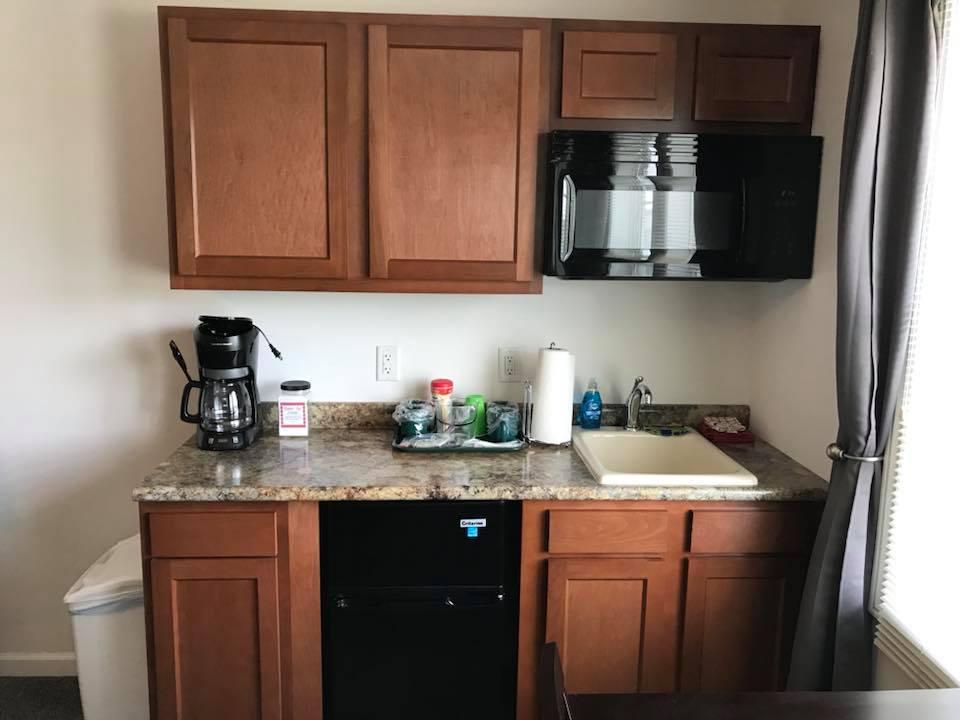 inn 204 kitchenette.jpg