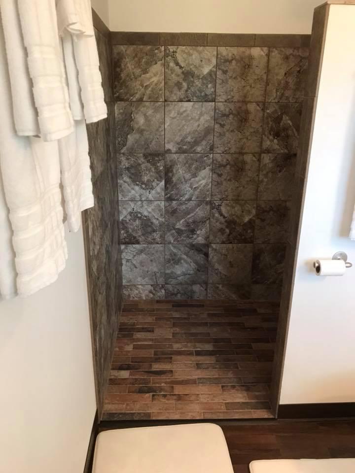 inn 204 shower1.jpg