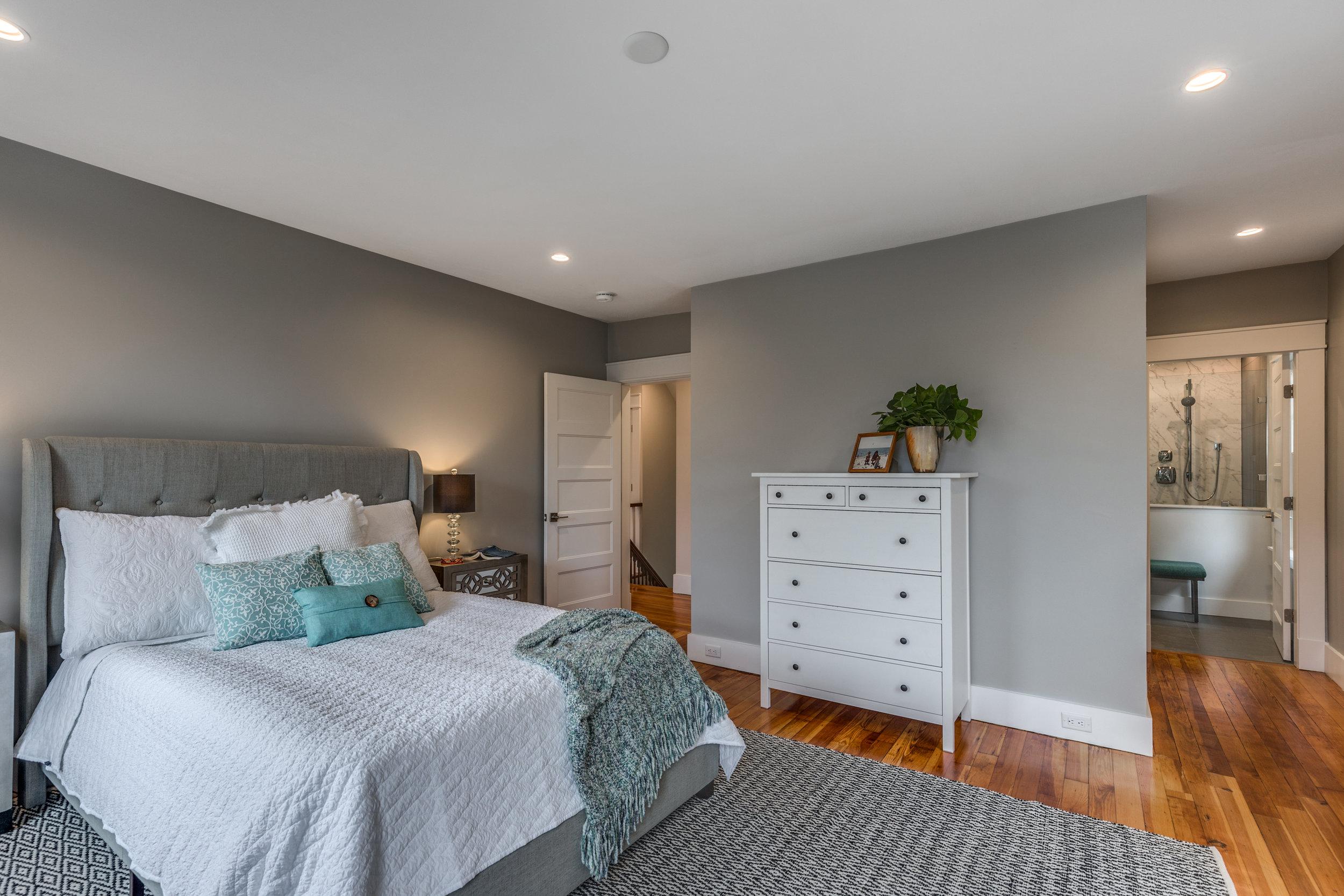 20_Bedroom-4.jpg