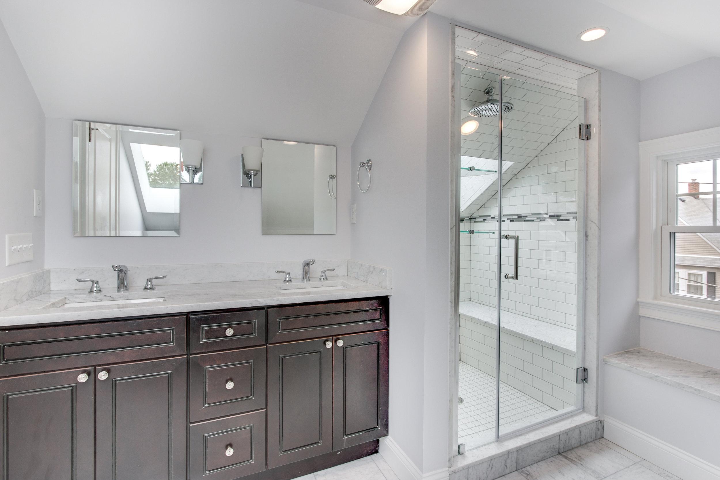 26_Upper_Level_Bathroom-2.jpg