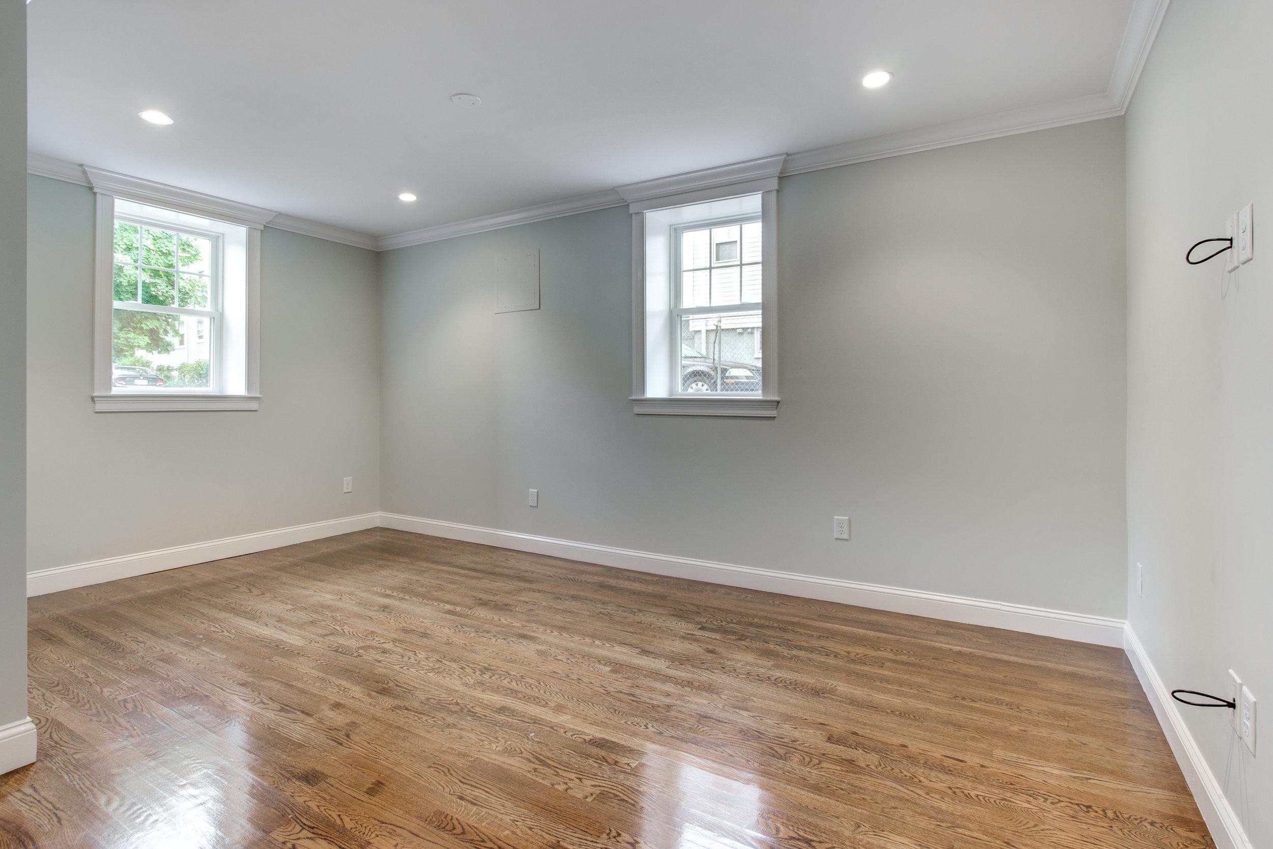 6_Lower_Level_Room1.jpg