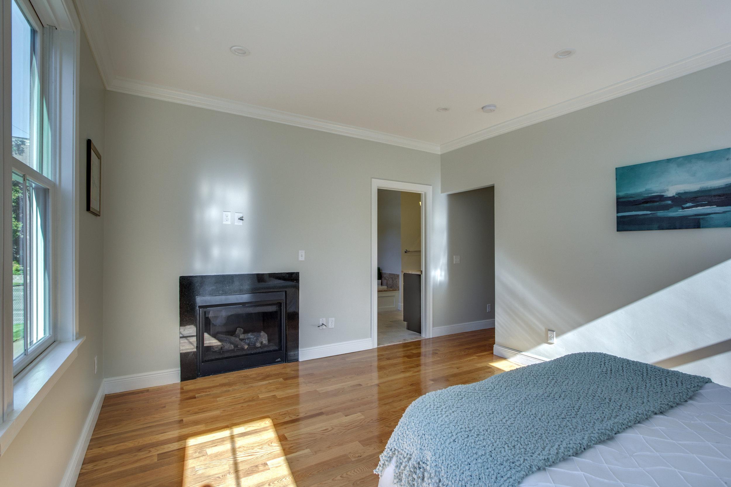 21_Master_Bedroom-2.jpg