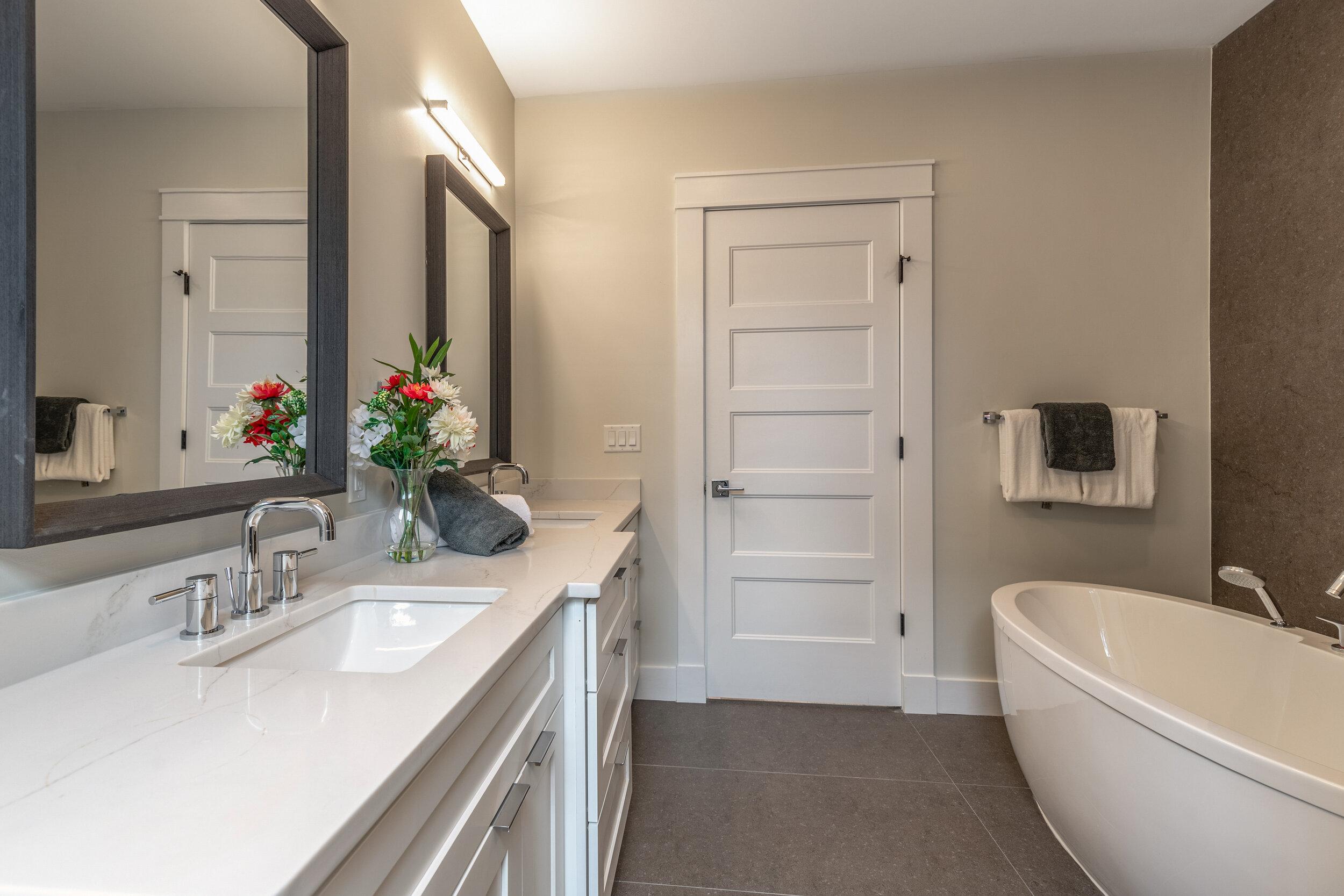 20_Bathroom-2.jpg