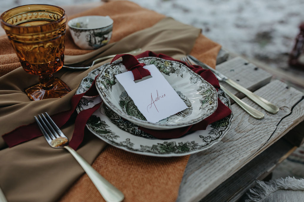 If anyone is planning a winter wedding for next season, PLEASE use this gorgeous dining set from Orange Trunk! I'm obsessed with the vintage pattern and slightly scalloped edging of those plates and bowls.