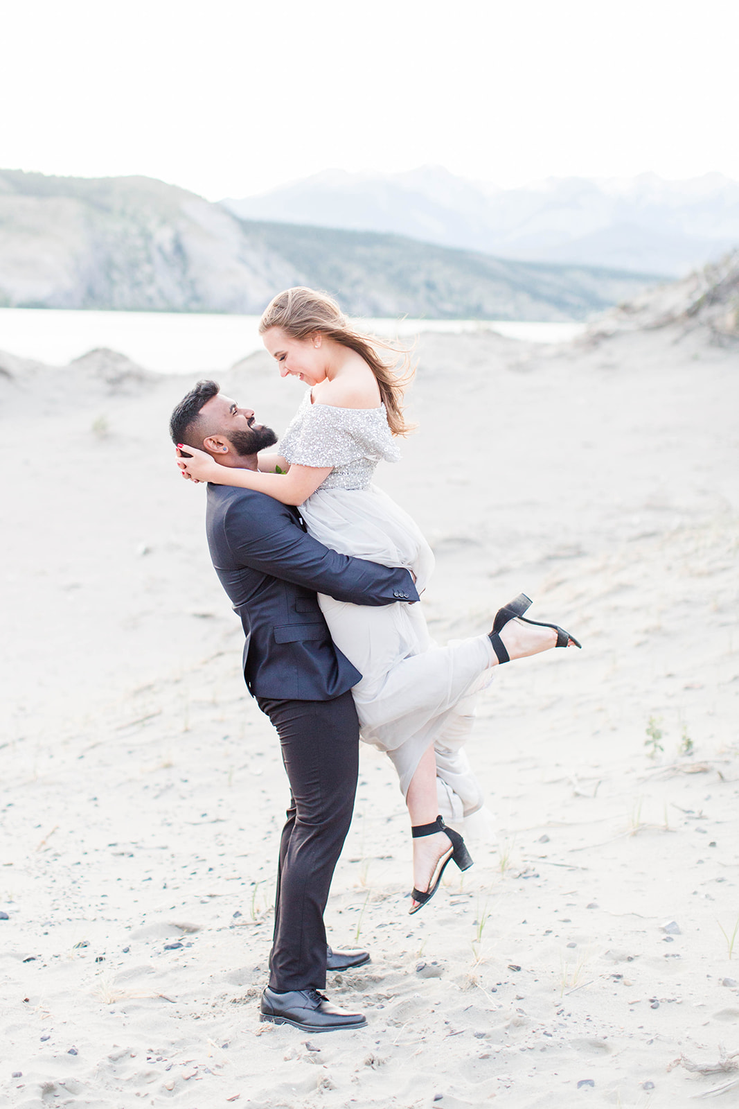 7 Tips for Choosing Your Wedding Photographer // Tips from the Pros - Kayla Lynn Photography on the Bronte Bride Blog