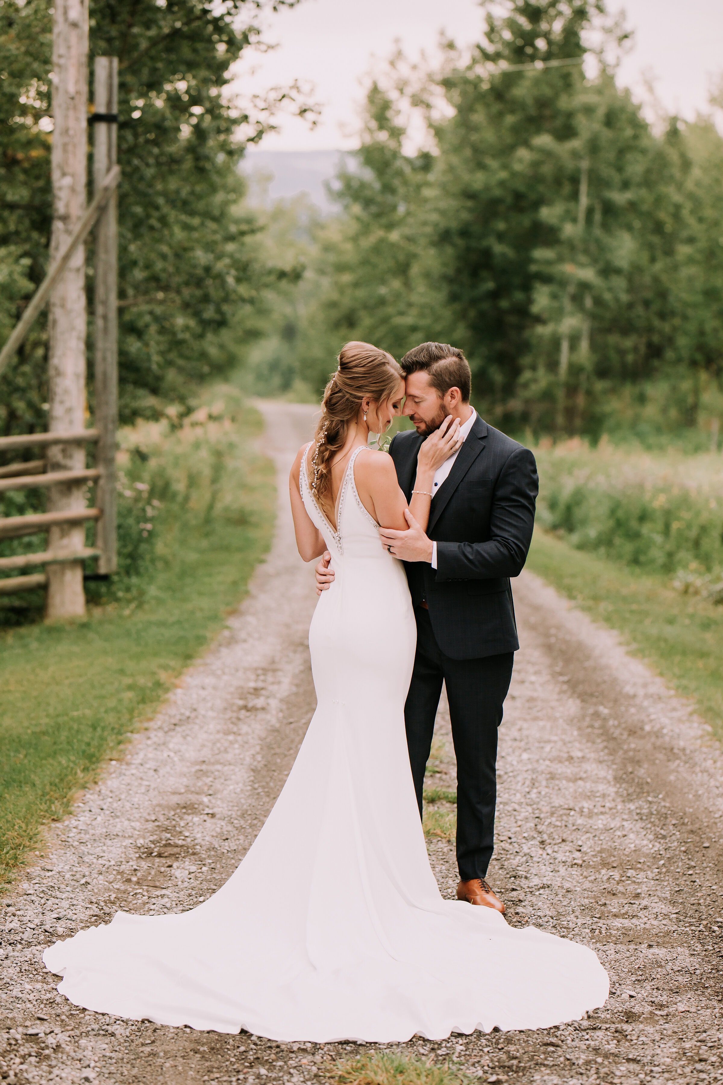 This Unconventional Farm Wedding Breaks All the Rules and We Love it // Mark & Saphron - on the Bronte Bride Blog
