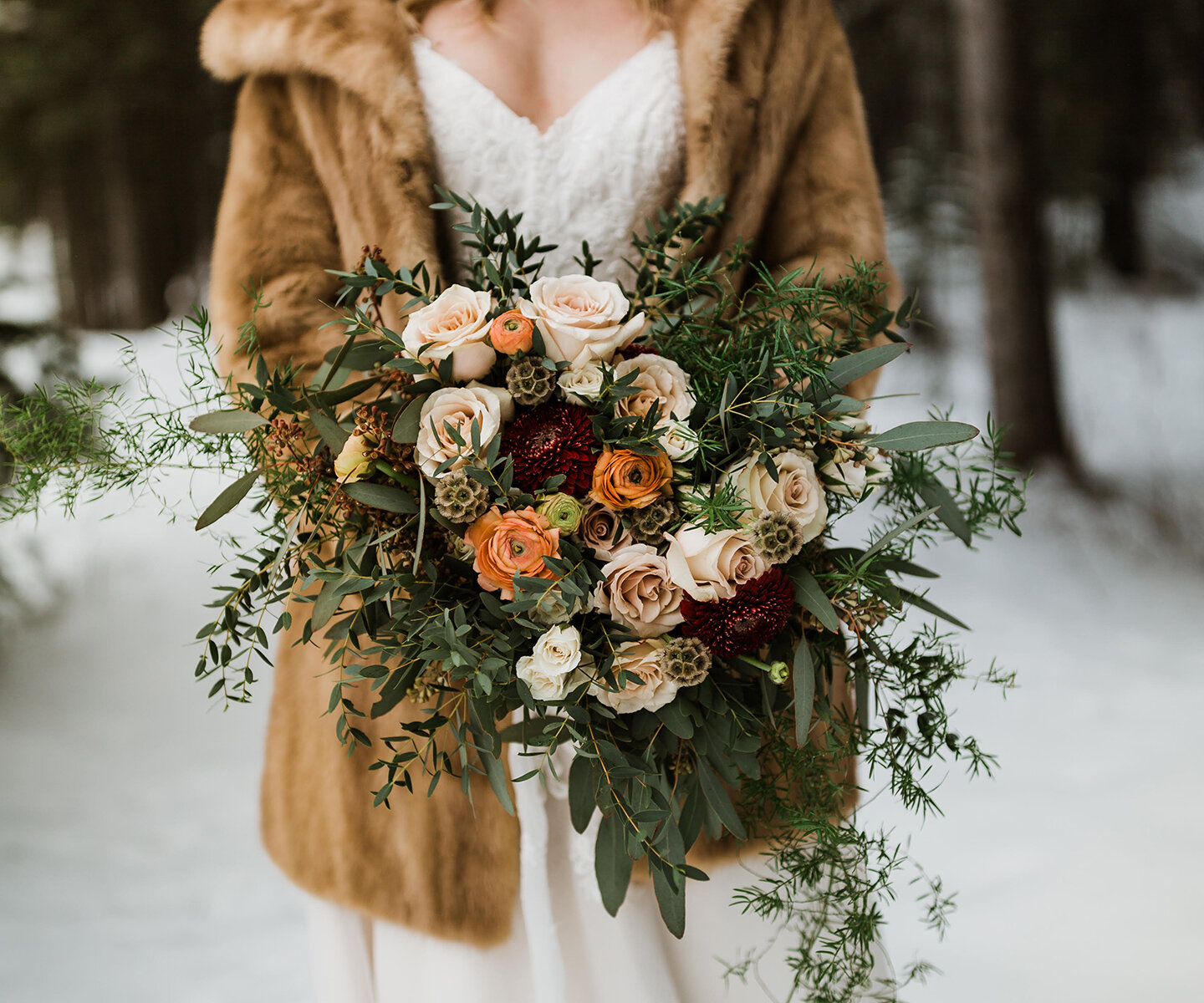 Bridal Bouquet Inspiration for Winter: 18 of the Prettiest Bouquets For Every Winter Wedding Style