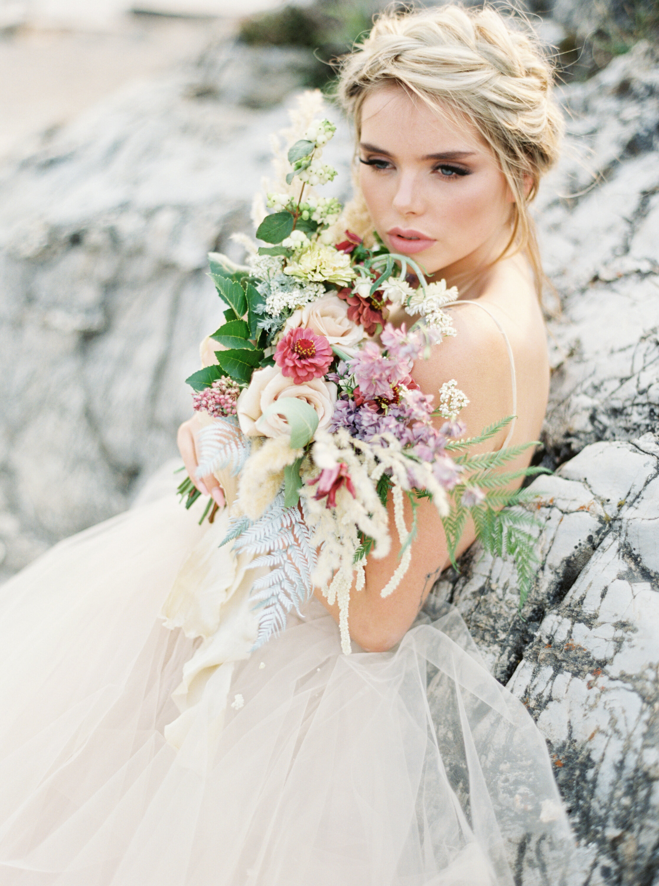 Blushing Banff Bridal Inspiration in the Rockies / Wedding Inspiration on the Bronte Bride Blog