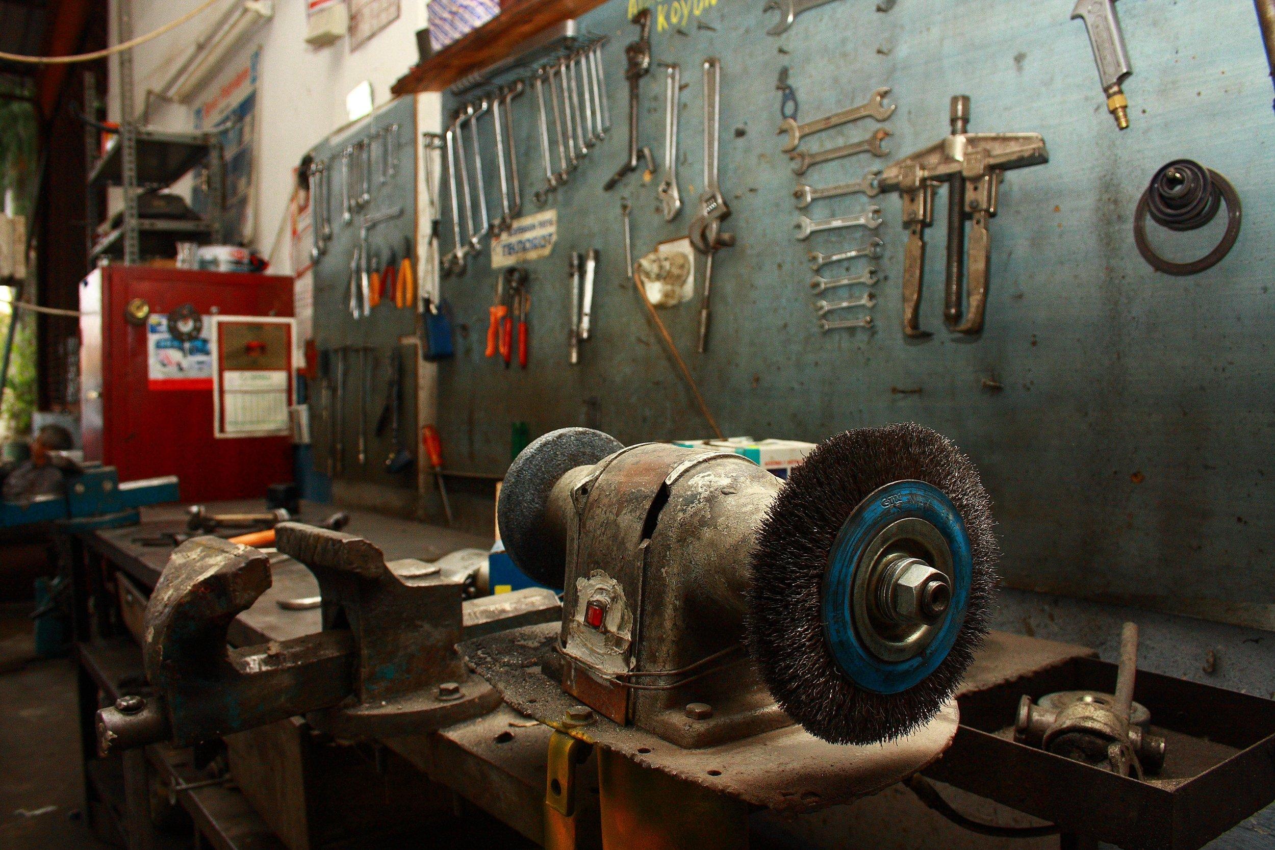 indoors-iron-machine-1571736.jpg