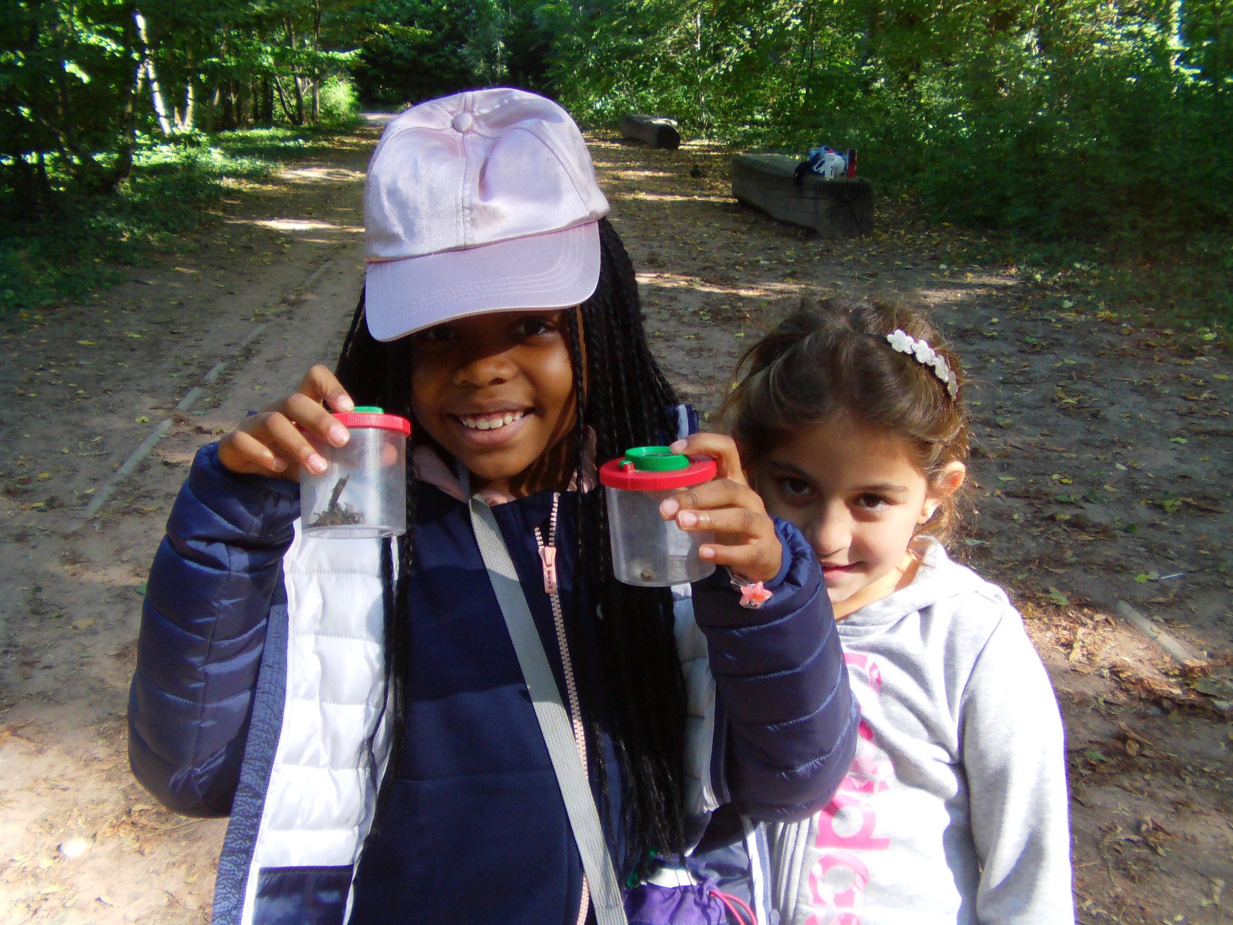 Explora°Maysa et Astrid leurs découvertes.JPG