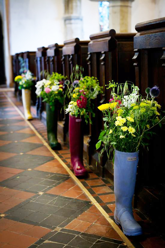 via  offbeatbride.com/church-wedding-decor/