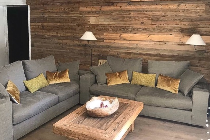 Wand und Tisch Altholz