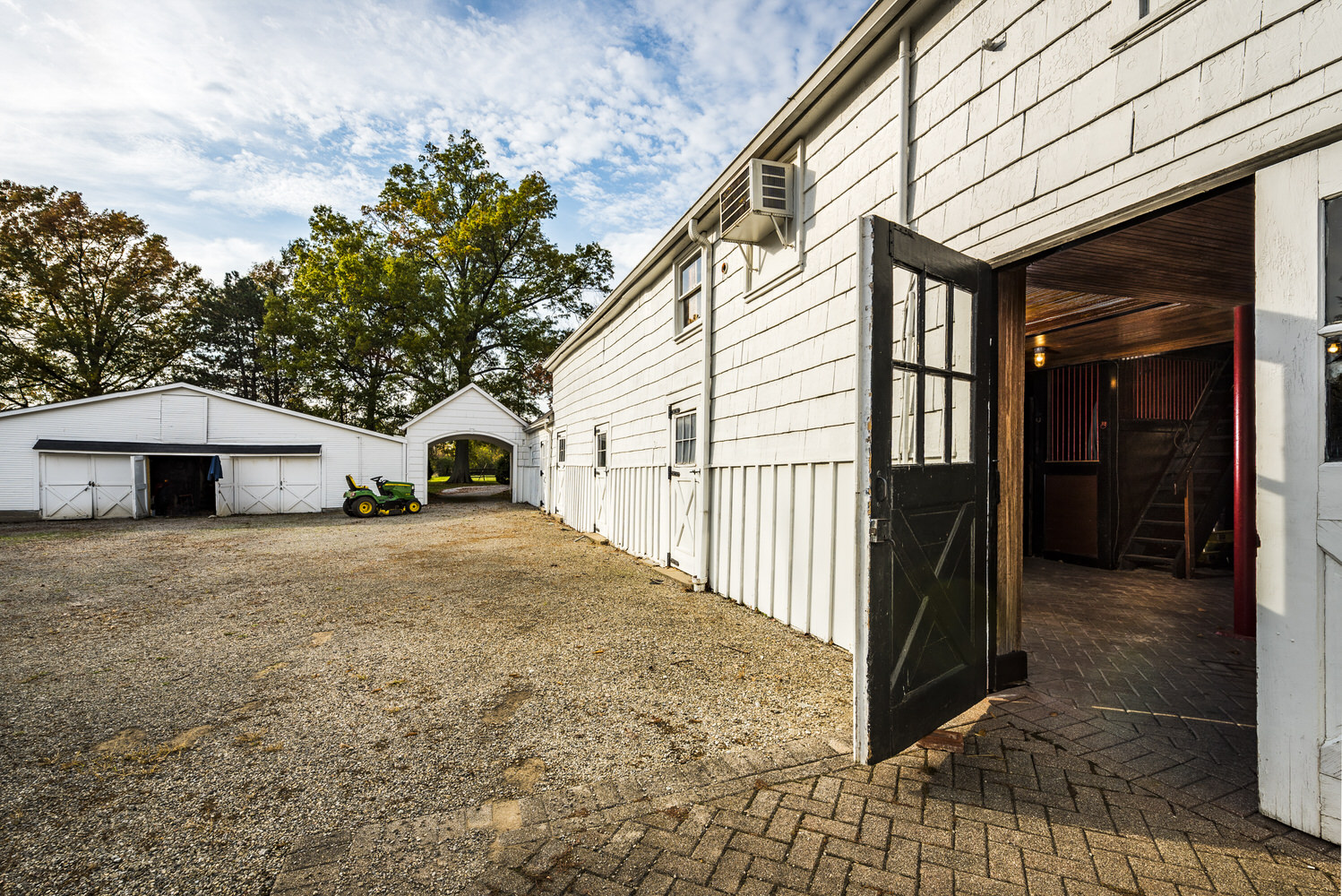 Real Estate, Residential, Estate, Exterior, Stable, Barn