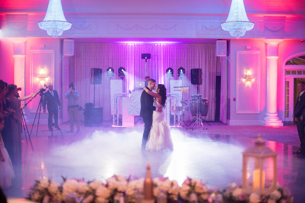 Dance Floor Cloud Fx - Its your moment to be on cloud 9… This once in a lifetime 1st dance Fx will help you disappear with your other half in this incredible moment.