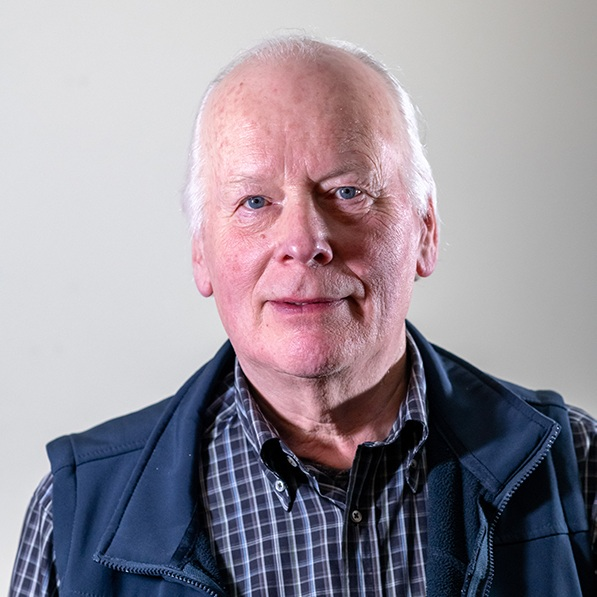 "Len Graham   Len Graham from County Antrim has been a full-time professional traditional singer since 1982. In 2002, he was honoured as the first recipient of the Irish television TG4 National Music Award for ""Traditional Singer of the Year""."