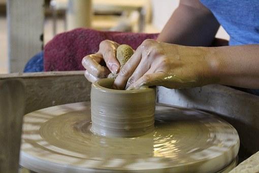 potter-622708__340.jpg