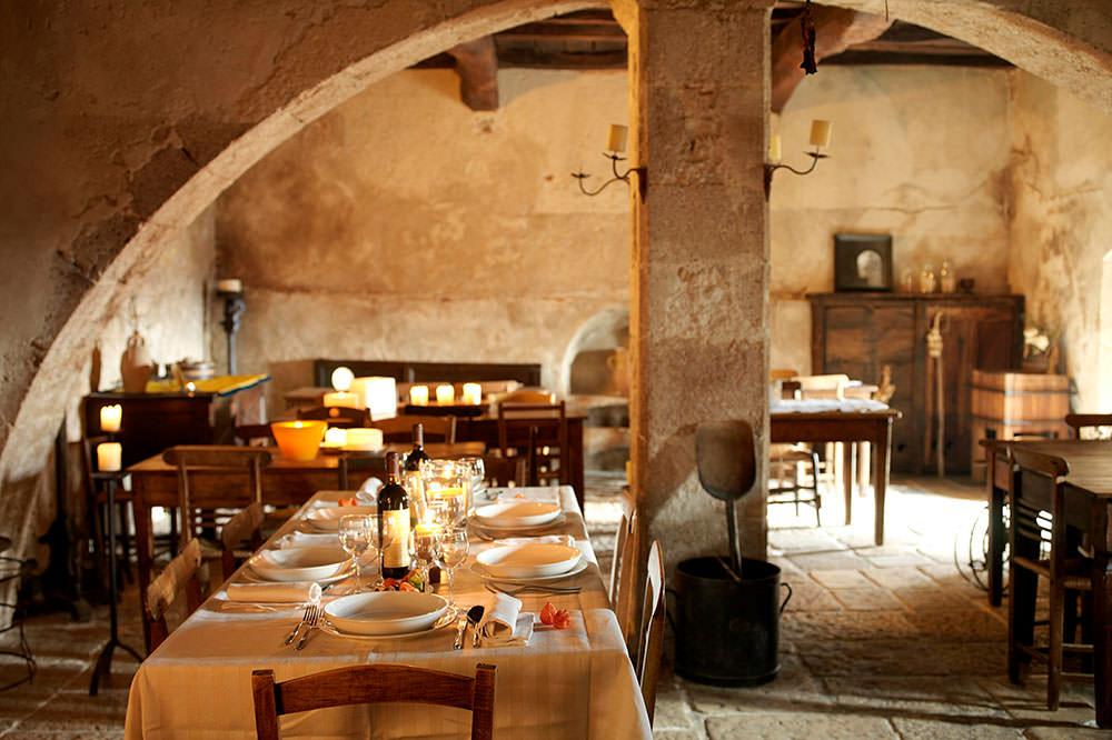 restaurant-locanda-sotto-gli-archi-santo-stefano-di-sessanio-abruzzo-italy-sextantio-albergo-diffuso.jpg