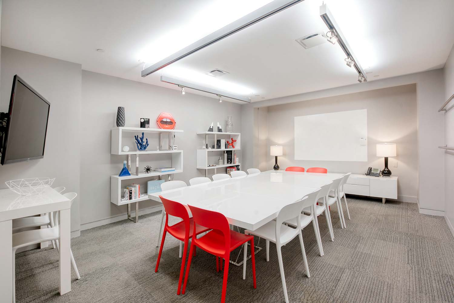 Meeting Rooms - Great for client meetings, team off-sites, Market Week, press previews, interviews, presentations, workshops & more.Rent by the hour, day, or week.