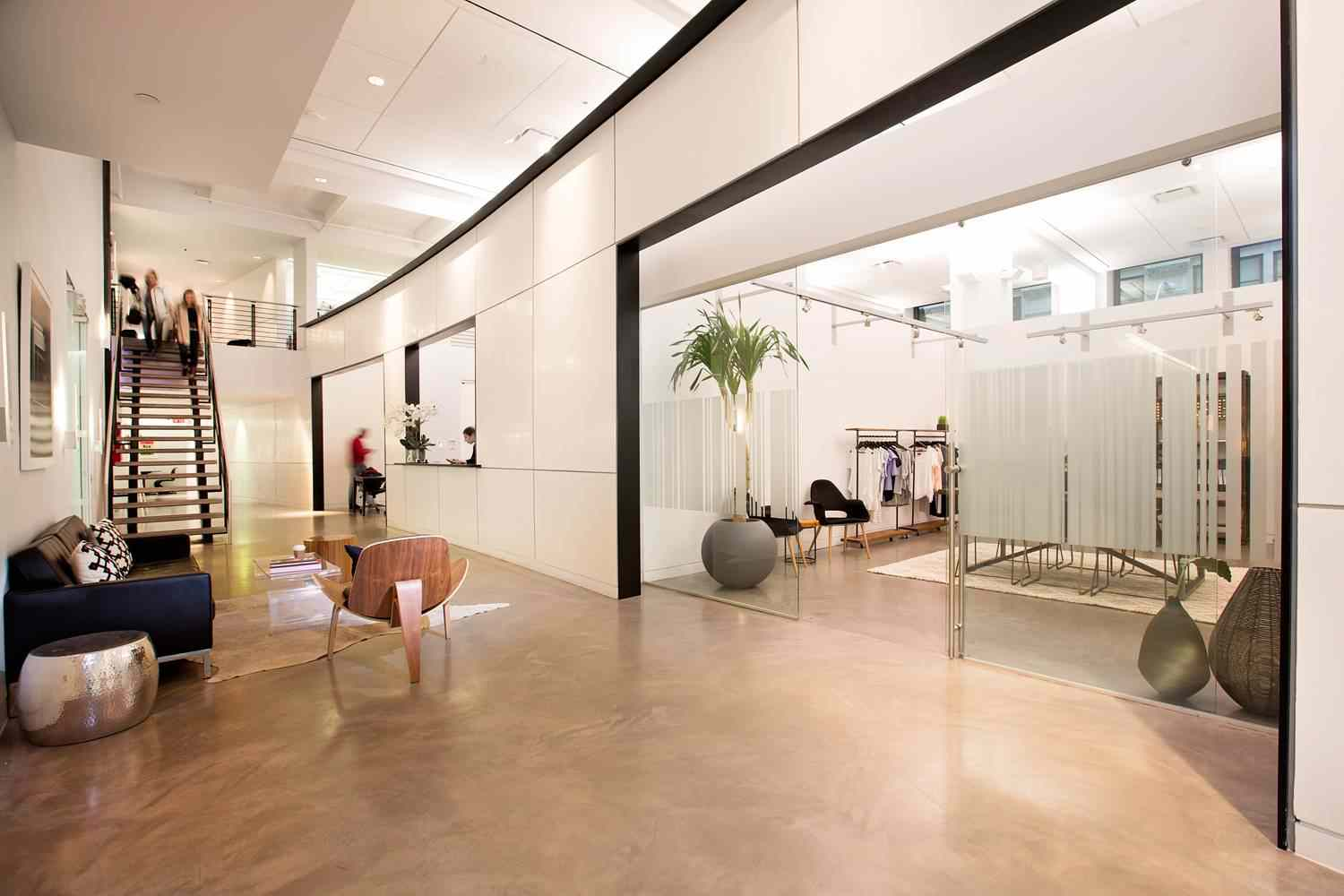 Showroom Space - Showcase your brand and impress your buyers in Space 530's all encompassing environment featuring an art collection, high ceilings with 16-foot-tall windows.The future of showrooms.