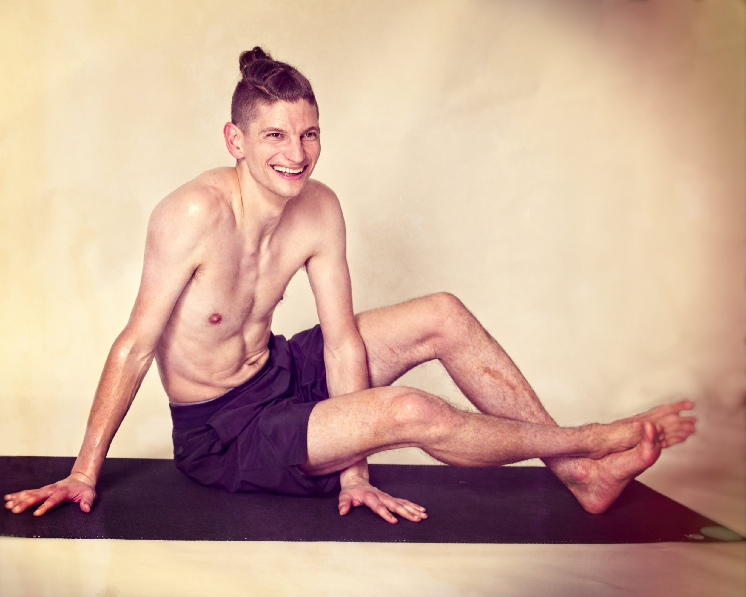 James Seagraves - Prepare to smile and sweat with James Seagraves. A YogaWorks graduate and Iyengar student, James will have you feeling all sorts of strong and mellow after one of his famous afternoon flows.