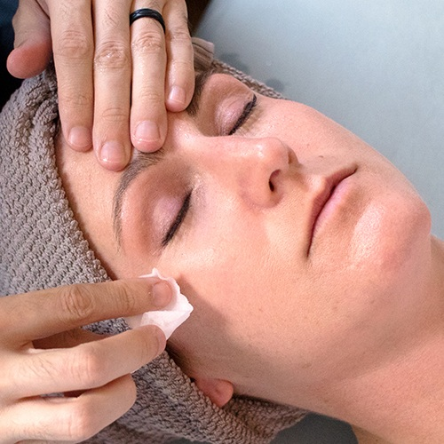 Express Facial - 30min $60 | 30min Organic $75Our express facial includes cleanse, exfoliation, treatment mask, and hydration protection. Consider adding an Express Facial to your massage as a perfect full body experience. Express Facials do not include extractions or deep pore cleaning, and massage time is reduced compared to a 60min facial. As always, only the finest natural skin care lines are used in creating a facial tailored to your specific needs.