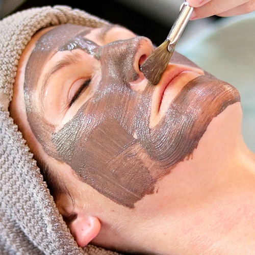 Spa Balancing Facial - 60min $85 | 60min Organic $100This customized facial begins with a skin consultation to custom tailor it to re-balancing and correcting your current skin condition. It incorporates all the standard steps to a spa facial, including cleanse, exfoliation, extractions, treatment mask, and hydration protection. Our goal is to provide extra TLC to the skin, giving it what it needs to be healthy and resilient. Our estheticians use a combination of products derived from the finest botanical ingredients formulated to nourish, repair and protect the skin.