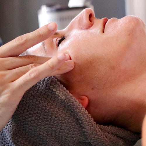 Calming Facial - 60min $95 | 60min Organic $110Our calming facial targets redness, visible capillaries and environmentally stressed skin. It uses clinical redness-reducing, skin-calming ingredients to help re-balance and renew even the most delicate, upset and sensitive skin. Relieving redness as it comforts, this complete treatment is the ultimate oasis for stressed and irritated skin.
