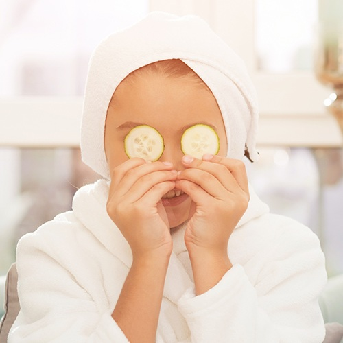 Kids Facial - 20min $50Kids can experience a facial, and learn a bit about skincare, too. Kids facials includes a cleanse, treatment mask, massage and moisturizer using all natural products. No extractions or deep exfoliation are included in this service.