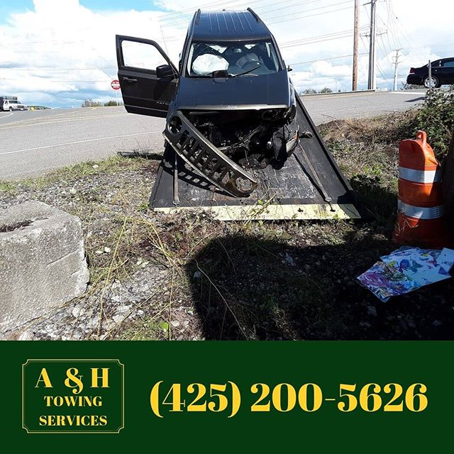 Support your local tow company, keep texting while your driving.😂 Seriously folks, let's put the darn phones away while you're on the road. 😡 This driver was two feet away from driving straight into a bulldozer.  It's not worth it!!! #everettwa #accident #caraccident #caraccidents #bulldozer #roadsideassistance #flatbedtowtruck #rollbacktowtruck #seattle #autoaccident #jeep #jeeppatriot #accidentscene #hardwork #eastside #Bellevue #Everett #Bothell #Snohomish #Redmond #Monroe #Marysville #Kirkland #snohomishcounty #Lynnwood