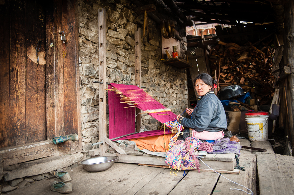09_bropka_woman_weaving_bhutan.jpg