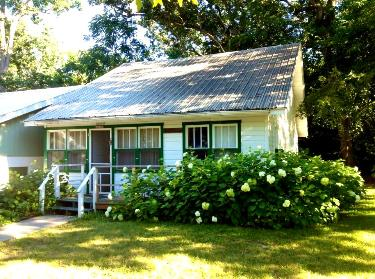 Staff cottage - Sleeps 3-63 Bedrooms | 2 BathroomsThree bedrooms have queen beds. Two bathrooms, kitchen and living room.