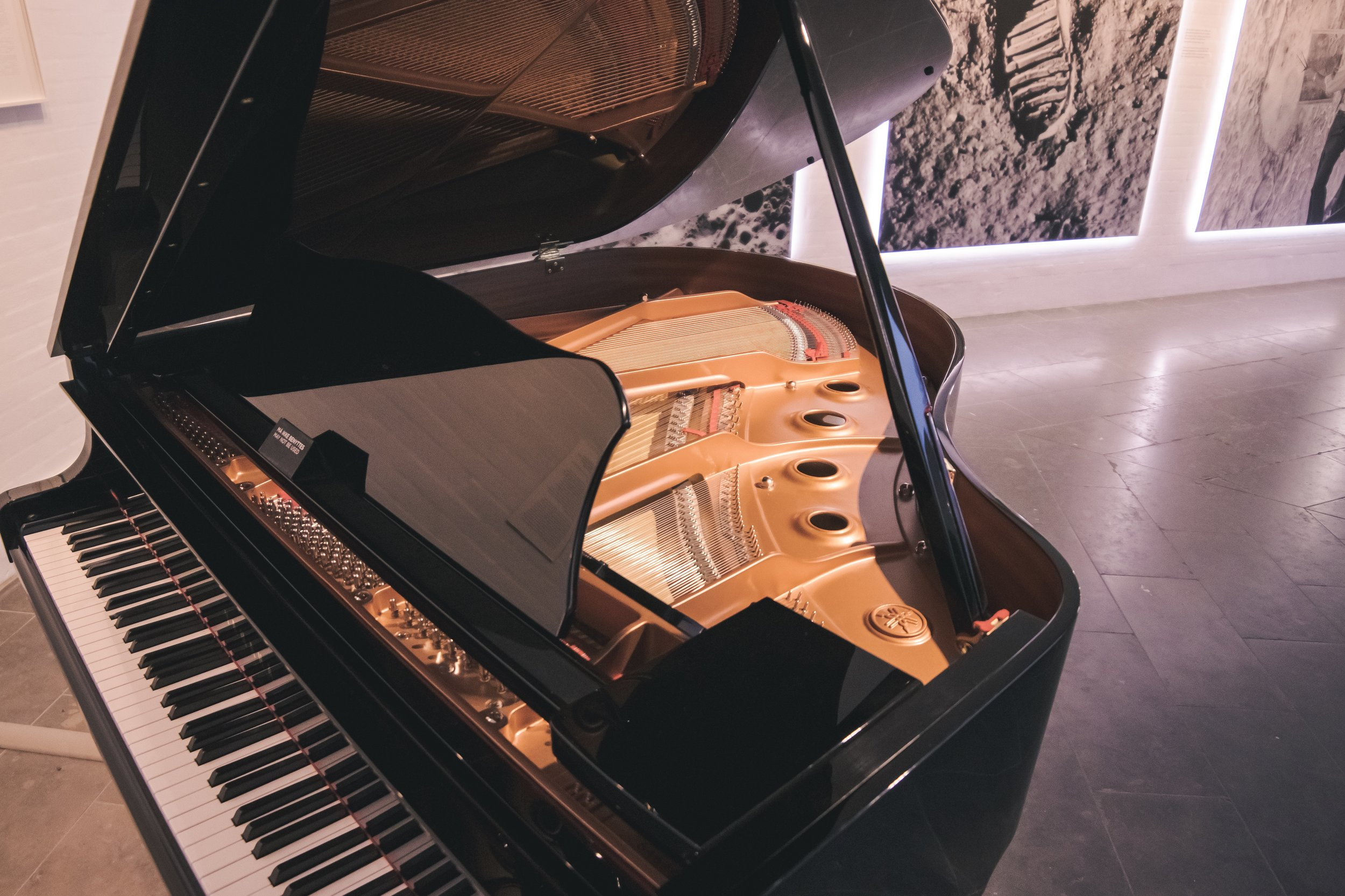 uprights • grand • baby grand • spinetts - Professional Piano Moving