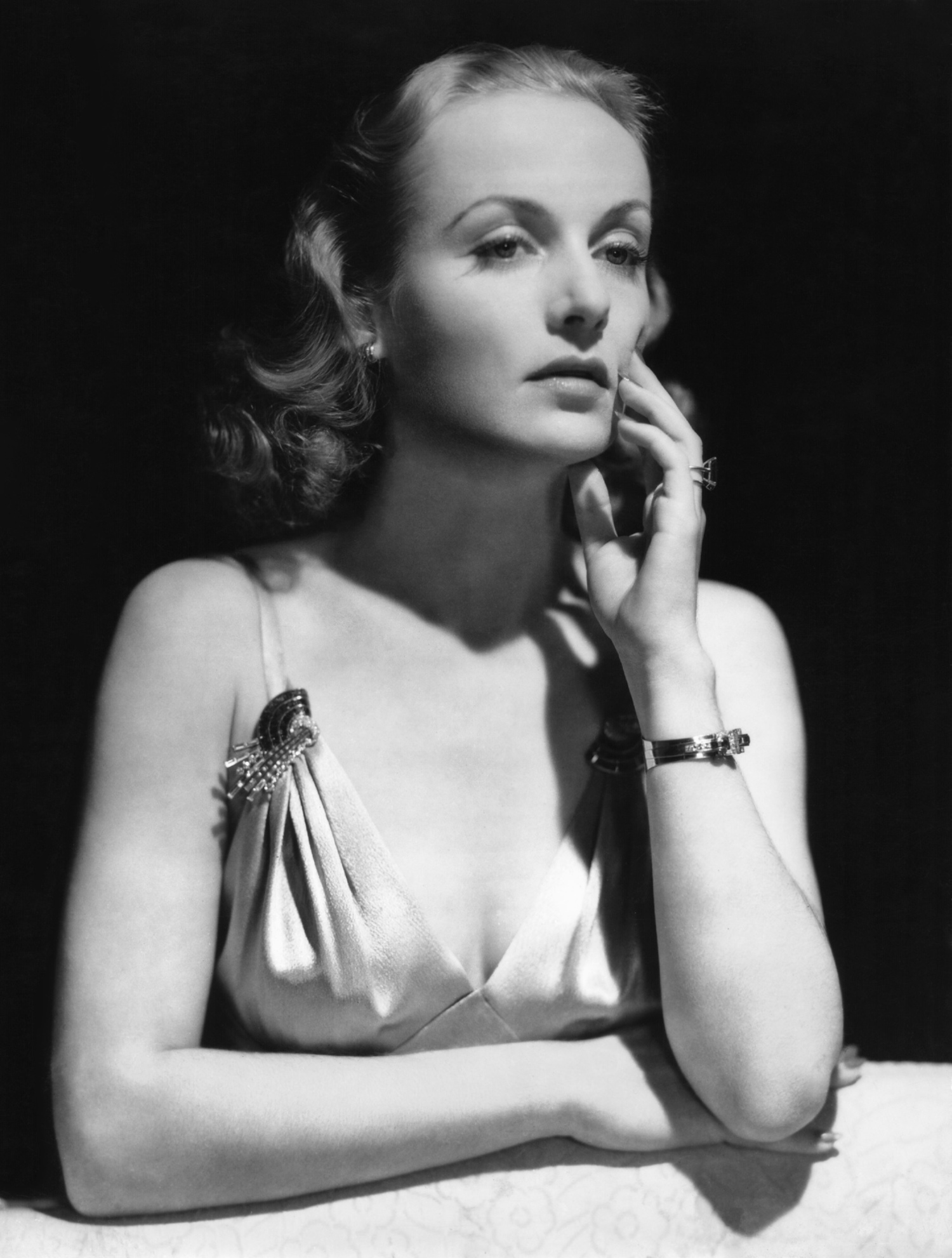 Above: Carole Lombard wears a pair of double clip brooches on both straps of her gown.