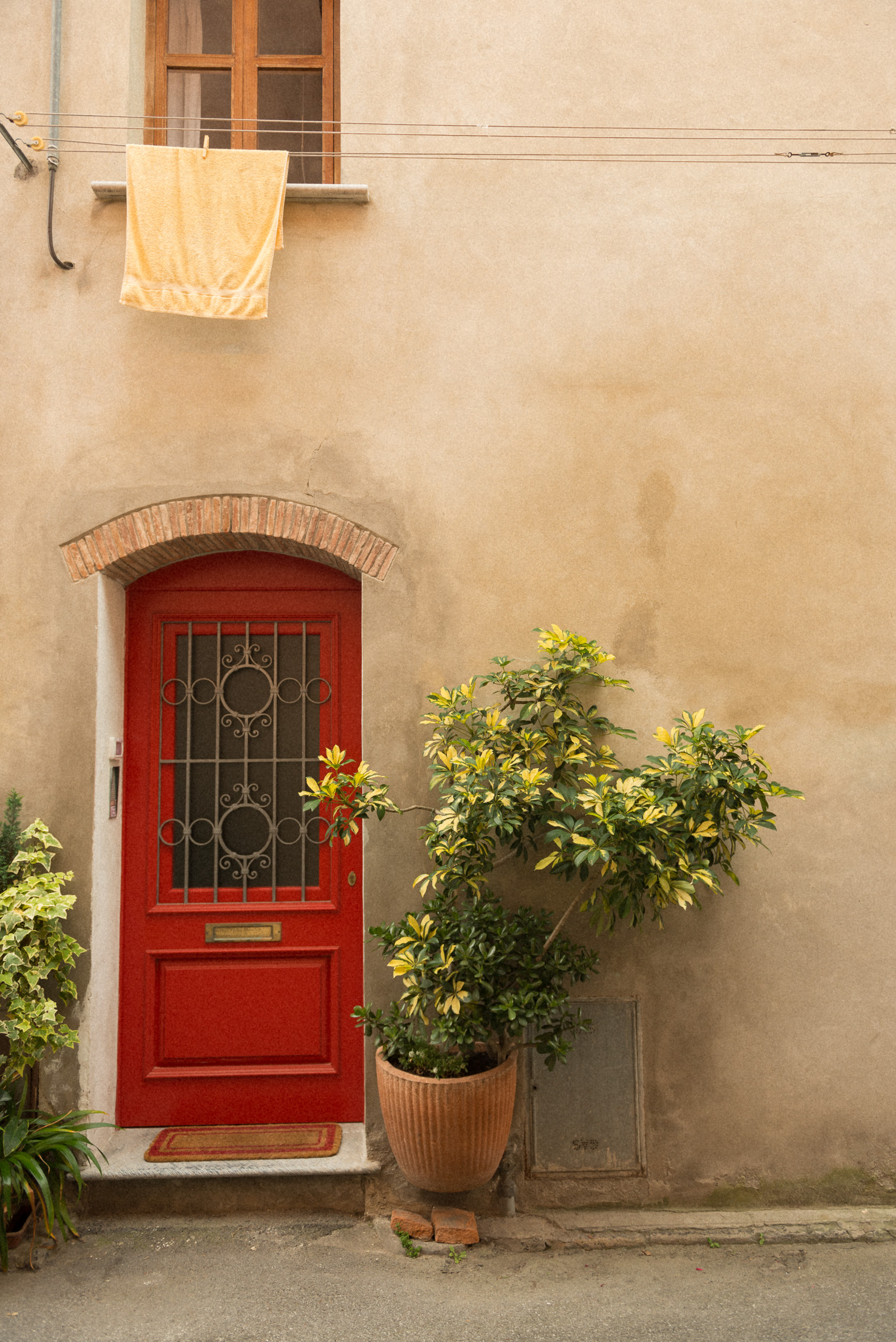 red door and towel.jpg