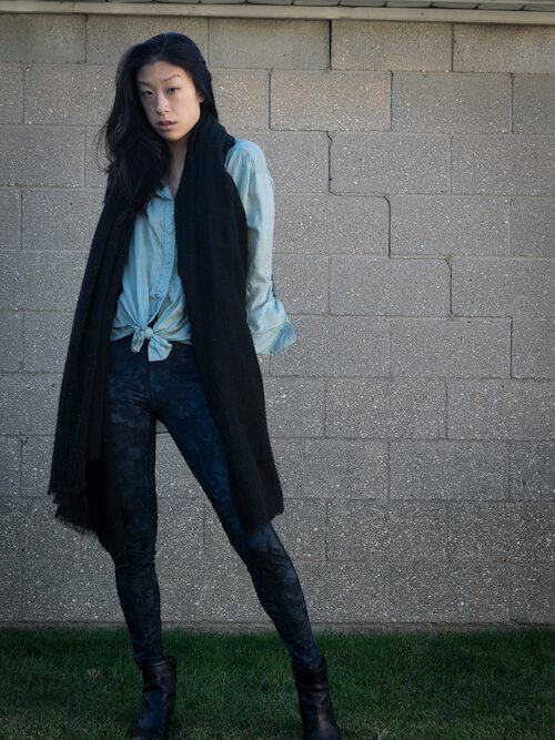 Seagreen button down, blue leggings, black scarf fall outfit