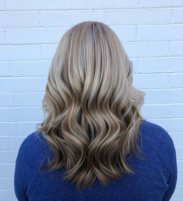 Ringing in the new year with this poppin' cool champagne beige blonde * * * * * * * * *  #dimensionsalblonde #highlights #blondehair #lowlights #beigeblonde #coolblonde #champagnehair #negativespace #colordimension  #winterhair #hairpainting #modernsalon #behindthechair #americansalon #lasvegashairstylist #lasvegascolorist #vegashair #dtlv #hairbygk