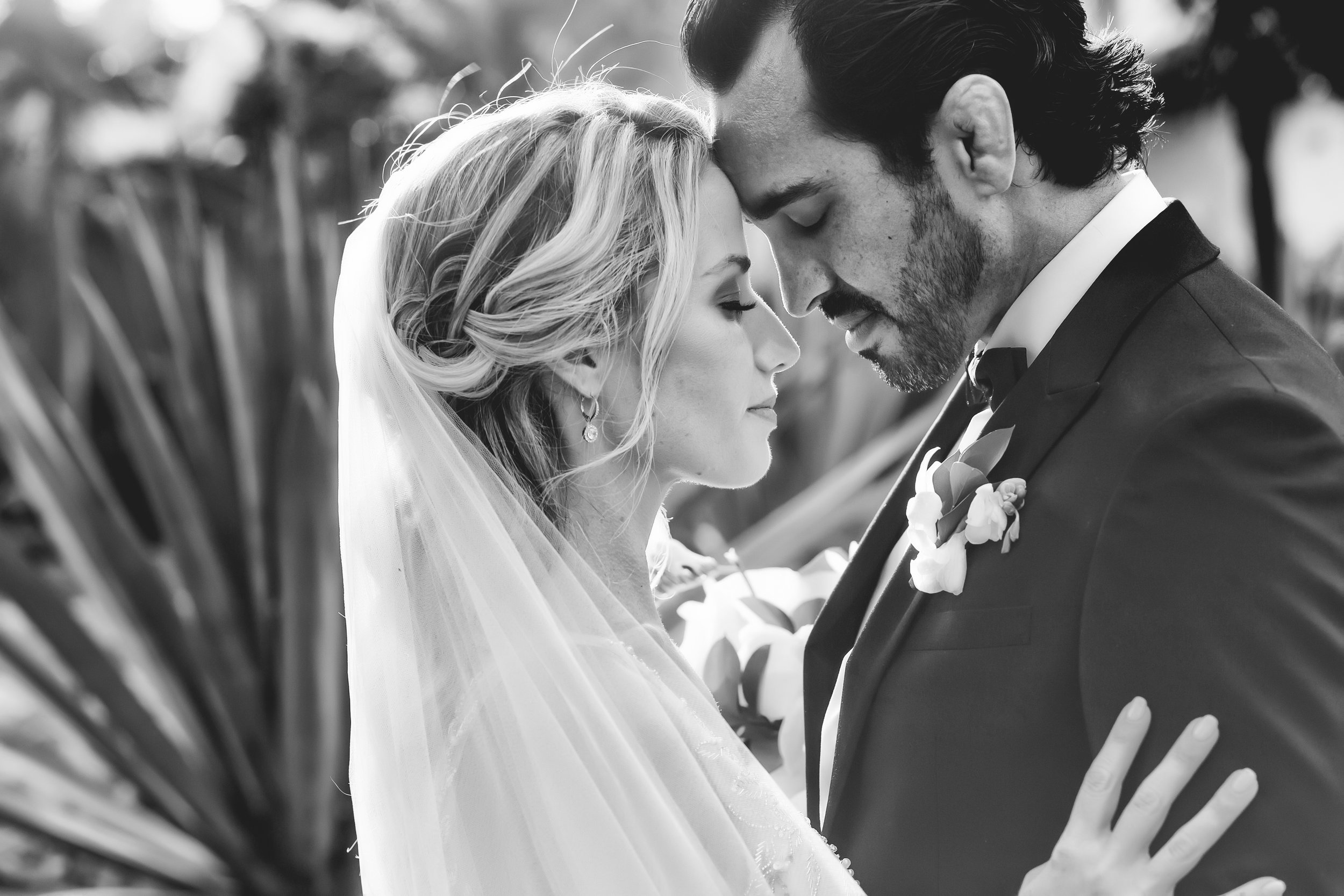 wedding pack 1 - Full Time (max 12 hrs) , engagement e-session , online gallery , Slideshow400-600 edited pictures$25,500 mx