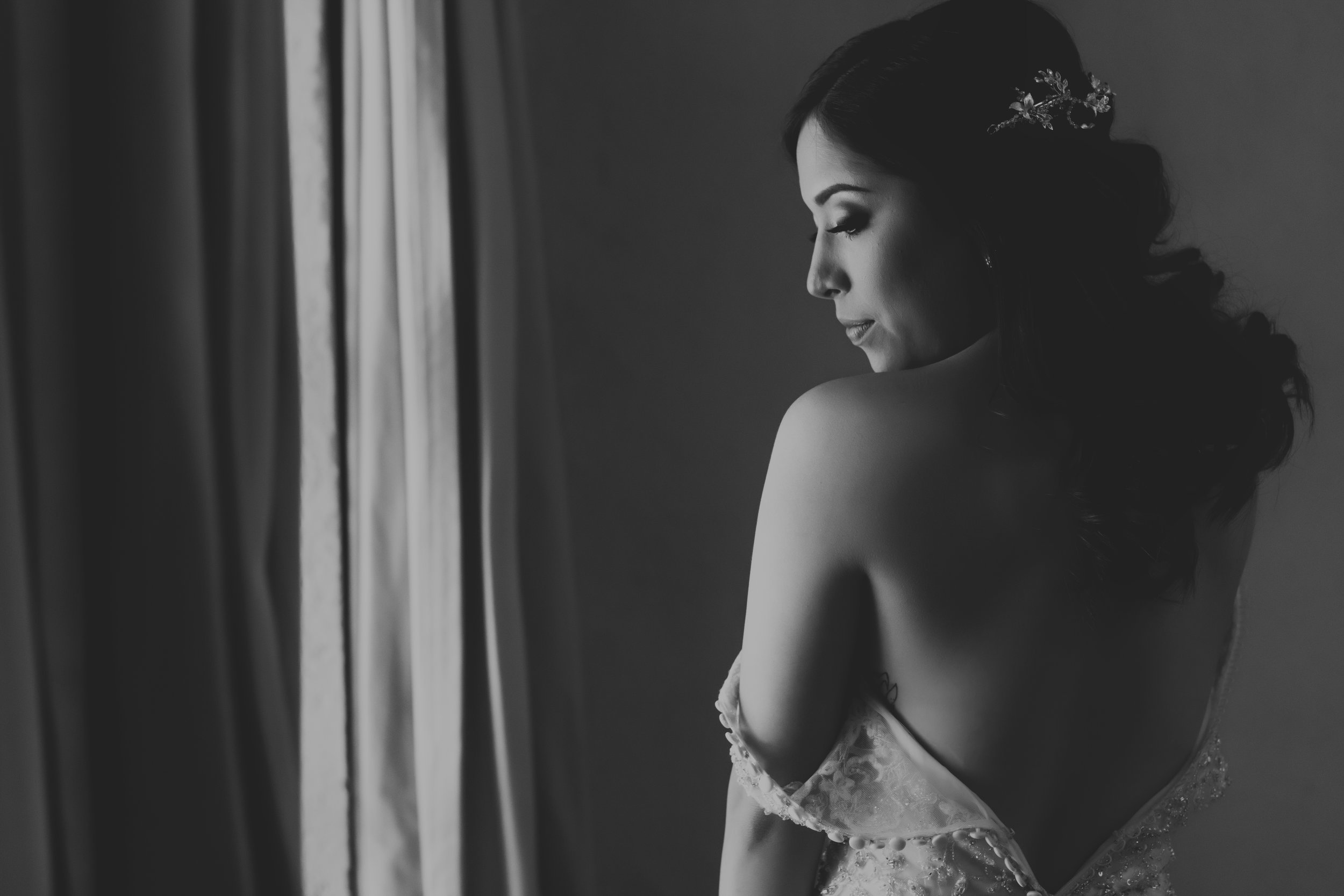 WEDDING PACK 3 - Full Time (max 12 hrs), E- Session, Online Gallery, Slideshow,400-600 Edited Pictures,15 fine-art printings, 25 x 35 cm Photobook $35,500 mx