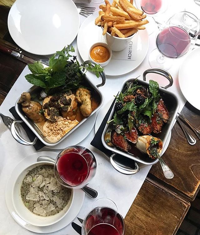 Looking for a good start to Friday night? Come on in. (📷@laurenstanfieldd)