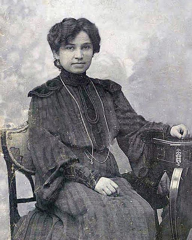 We have introduced you to some pretty cool women so far in our journey. Our next woman is a trailblazer in her field. . Jelisaveta Načić was a notable Serbian architect. She was the first female architect in Serbia and is remembered as a pioneer who inspired women to enter professions that had earlier been reserved for men. . . 📸Blic
