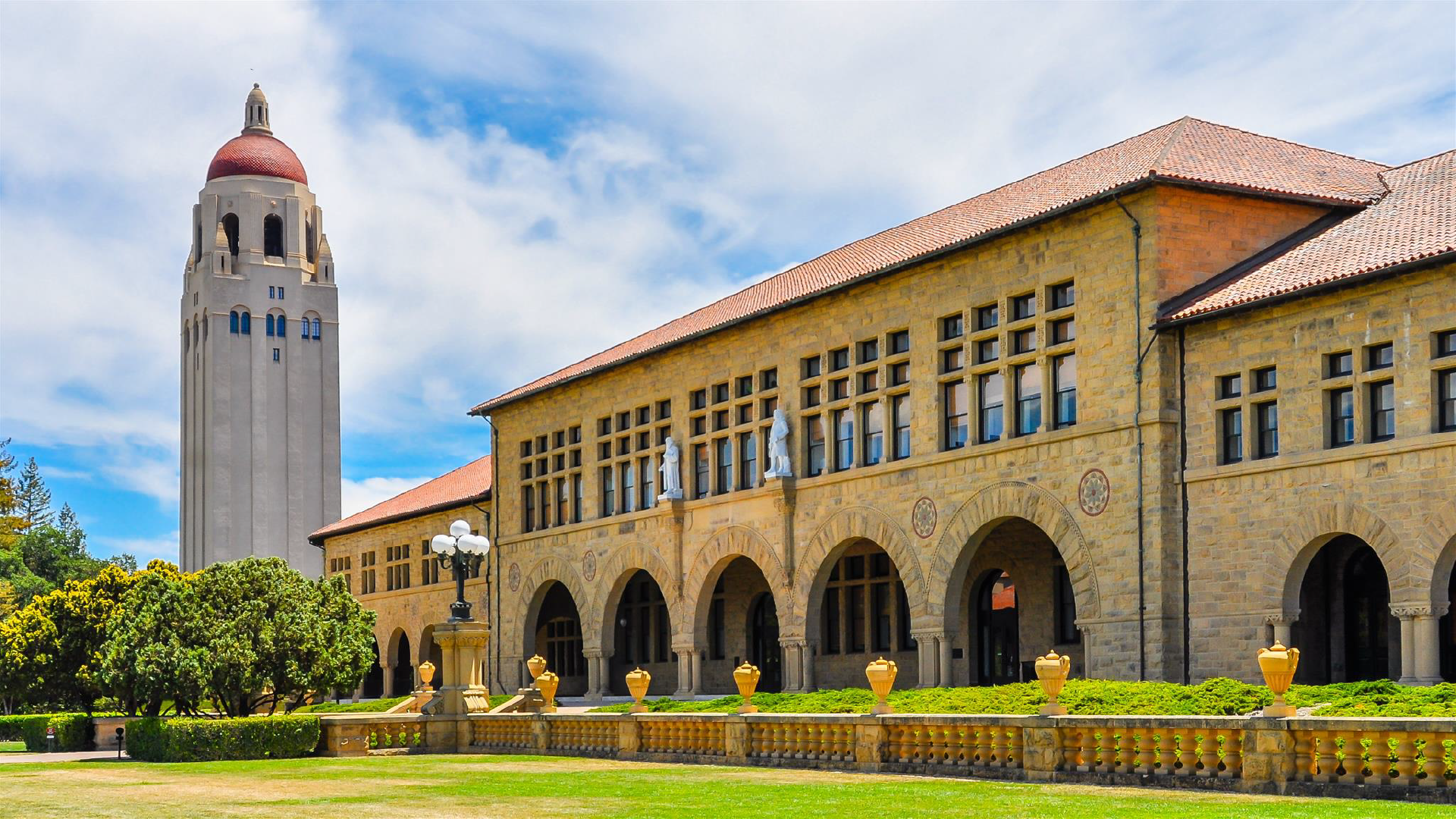 Stanford Campus tour - Guided campus tour led by students currently attending the university. Explore the campus and learn more about Stanford's rich history, distinctive architecture, and notable landmarks.