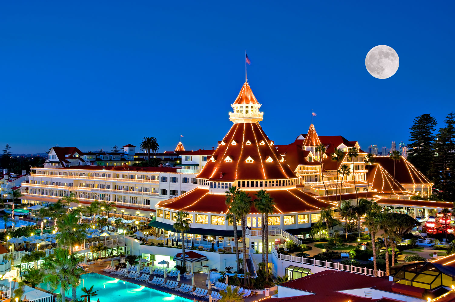 Coronado island - Nestled in the heart of the San Diego Bay,Coronado Islandhas won the hearts of locals and tourists alike for nearly 100 years. This vibrant community offers a rich history combined with a fun-packed list perfect for family-friendly vacation activities.