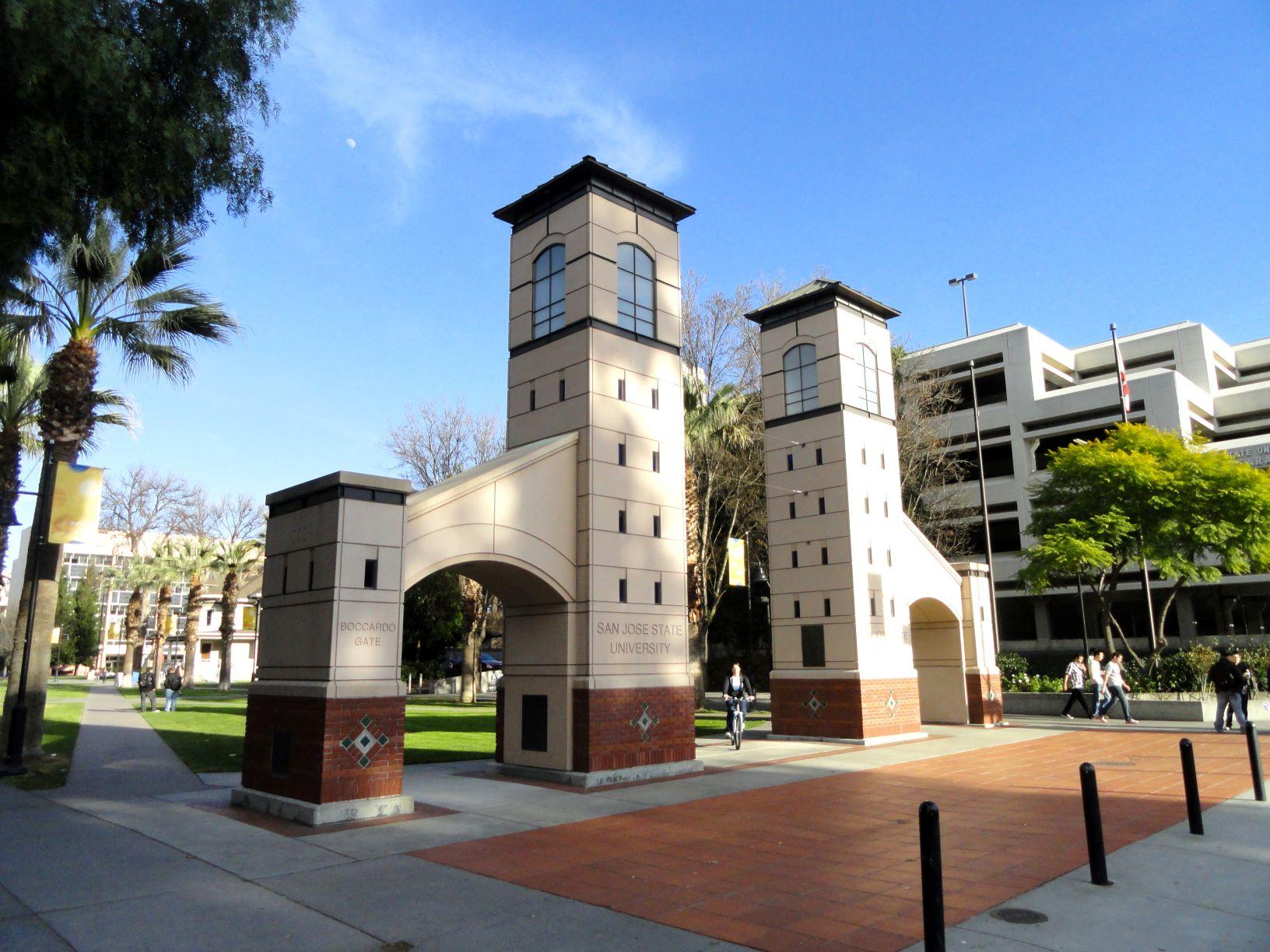 圣何塞州立大学导览 - 我们将参加由目前就读大学的学生带领的1小时校园之旅。