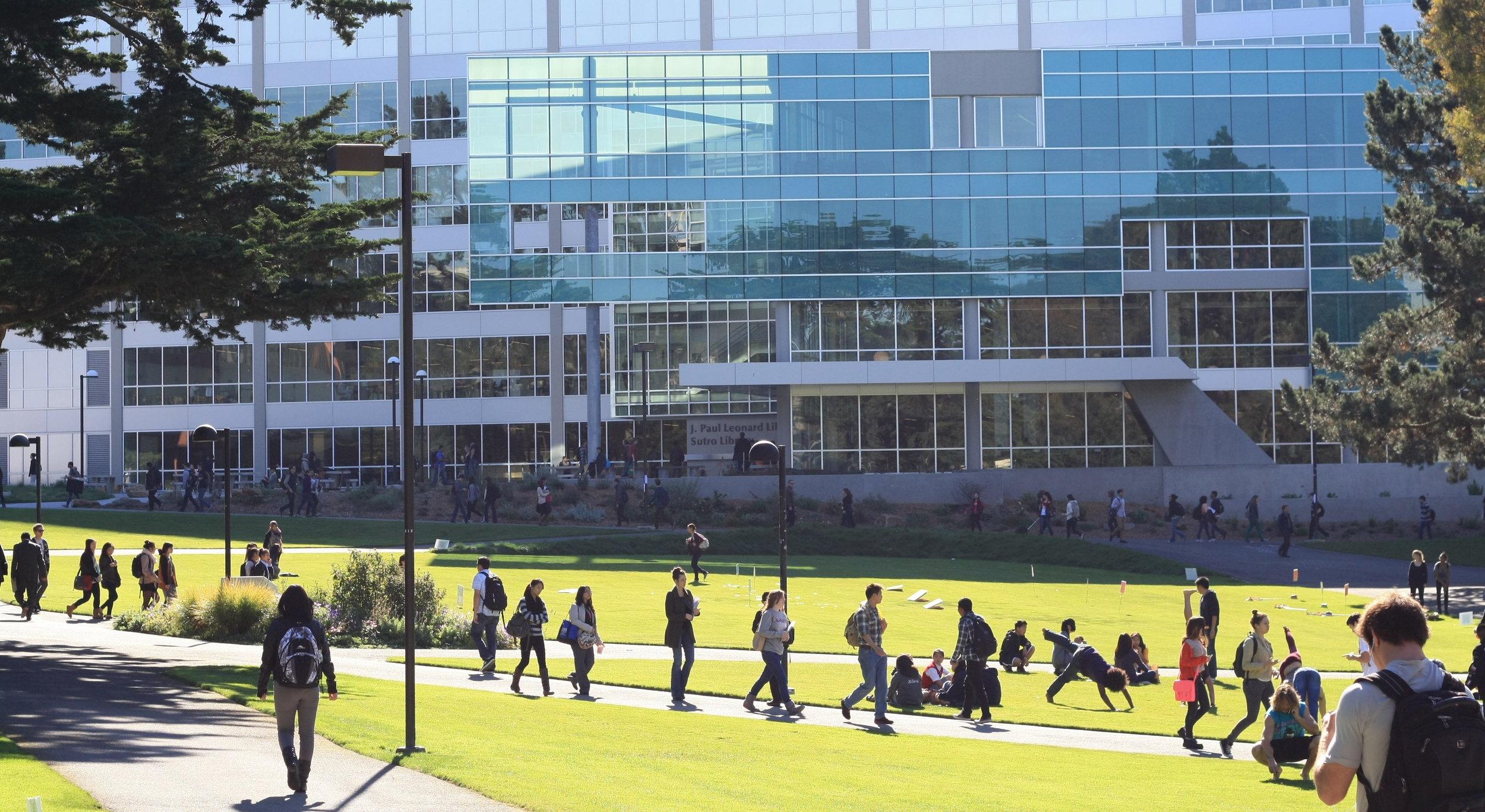 旧金山州立大学导览 - 我们将参加由目前就读大学的学生带领的1小时校园之旅。