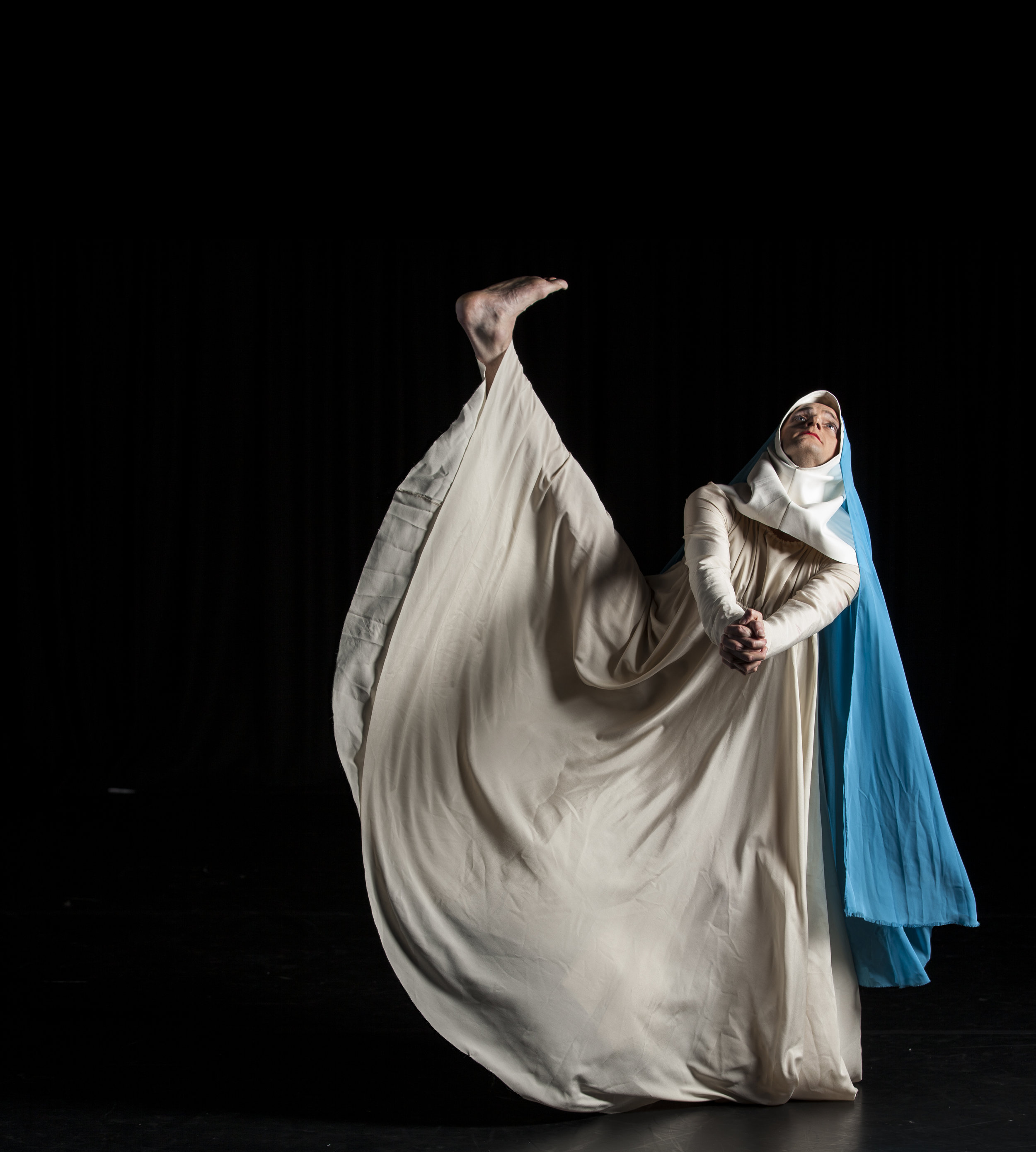 DeNada Dance Theatre in O Maria. Photo: Joe Armitage