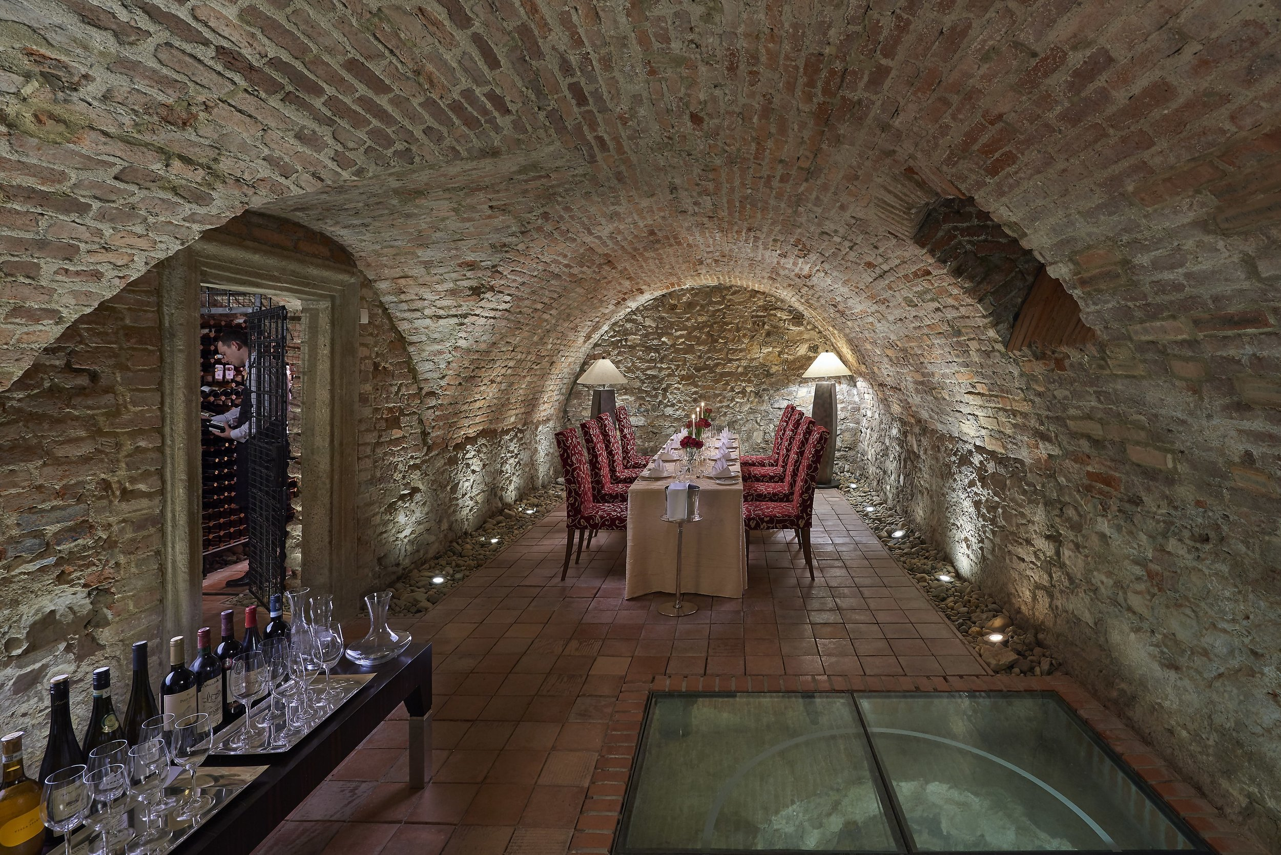 prague-15-fine-dining-wine-cellar-04-min.jpg