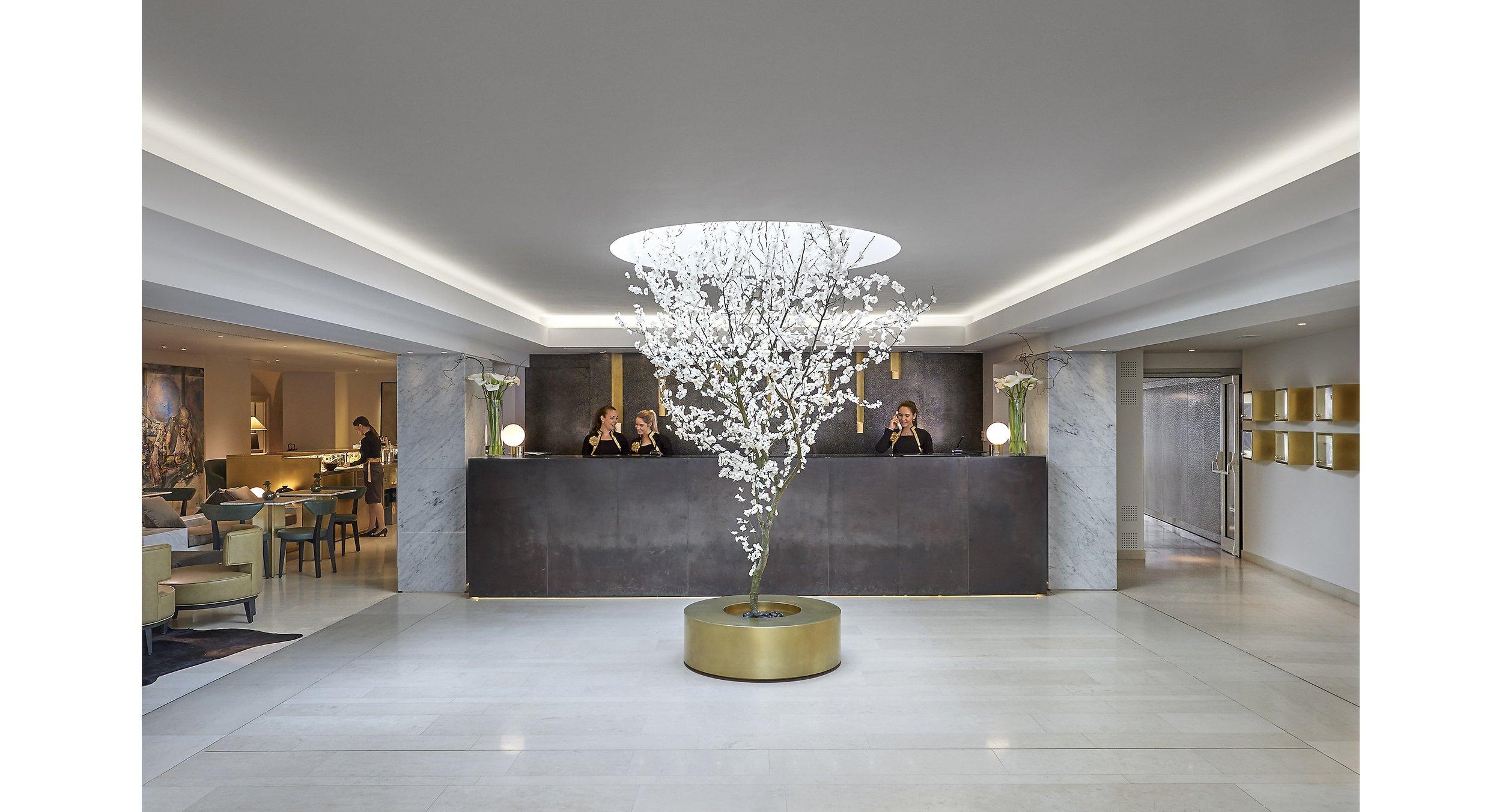 prague-15-hotel-lobby-min.jpg